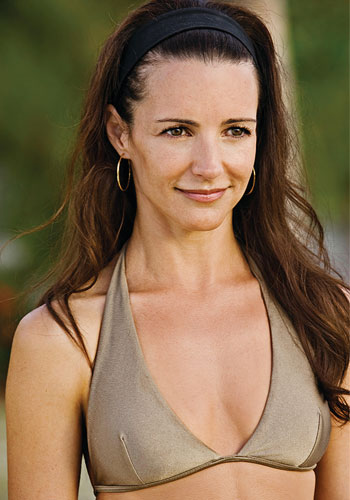 Kristin Davis displays her amazingly toned body in this beige bikini