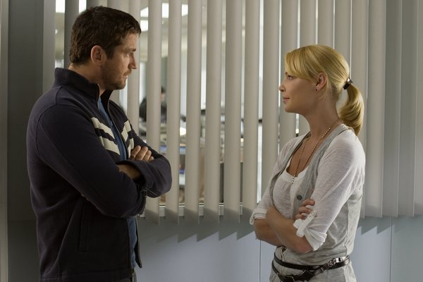 Gerard Butler and Katherine Heigl but heads in The Ugly Truth