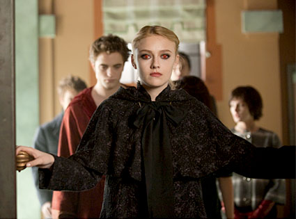 Dakota Fanning as red-eyed Jane in Twilight New Moon