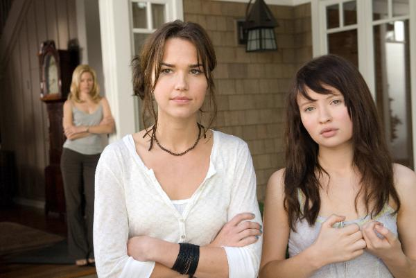 Emily Browning, Elizabeth Banks, Arielle Kebbel - the Uninvited