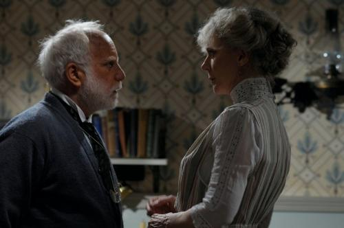 Richard Dreyfuss and Blythe Danner in The Lightkeepers