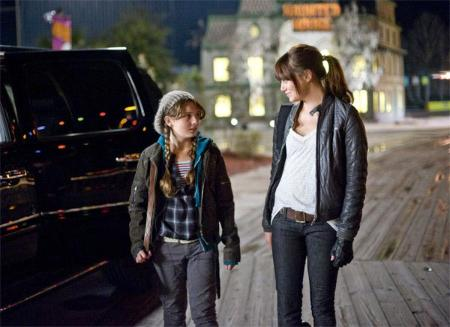 Abigail Breslin (growing up)  with Emma Stone in Zombieland